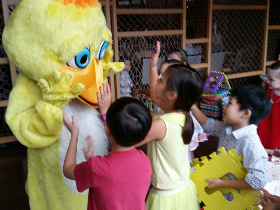 Easter-Sunday-@-Pan-Pacific-Basket-Decorating-Mascot-5-Apr-2015-31